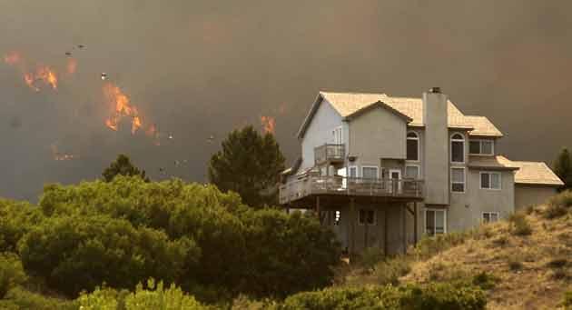 The Waldo Canyon fire invades the Mountain Shadows neighborhood of Colorado Springs Tuesday, June 26.  Jerilee Bennett/Colorado Springs Gazette