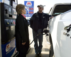 hillary-clinton-at-gas-station-250x200.jpg